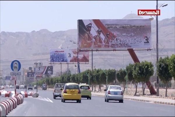 """في ذكرى عاصفة الحزم.. الحوثيون يُعطلون المدارس والمؤسسات بصنعاء ويحشدون إلى """"السبعين"""""""