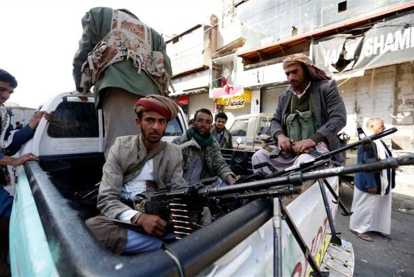 """مصرع المشرف الأمني للحوثيين بـ""""الحديدة"""" في غارة للتحالف مع مرافقيه (أسماء)"""