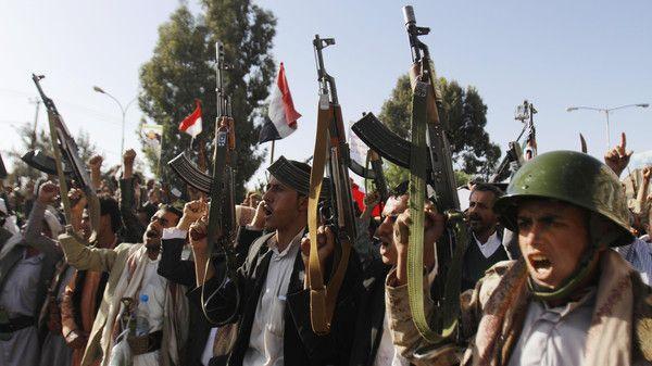 """كيف يستغل الحوثيون """"الشائعات"""" لحشد المقاتلين إلى الجبهات؟ (تقرير خاص)"""