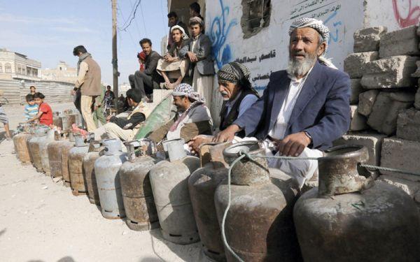 أزمة الغاز وآلية توزيعه تكشف فساد وعنصرية مليشيات الحوثي بالعاصمة صنعاء