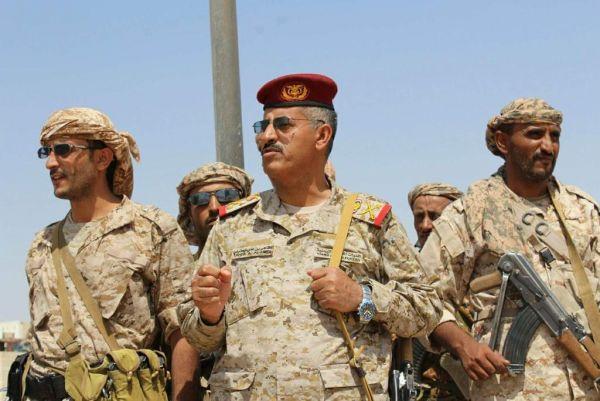 رئيس الأركان يطلع على مستجدات العمليات العسكرية شرق صنعاء وجبهات أخرى