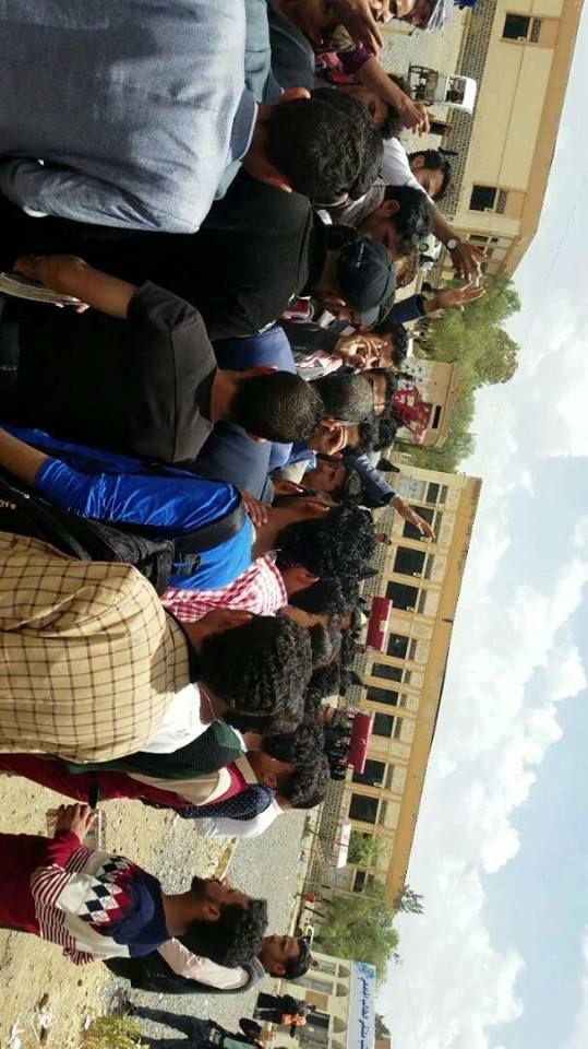 تظاهرة طلابية بجامعة صنعاء تطالب برحيل عميد حوثي