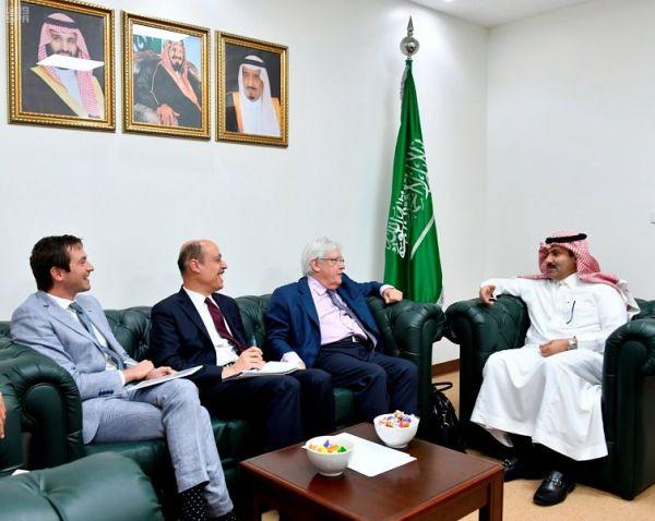 السفير السعودي في اليمن يلتقي المبعوث الأممي لمناقشة الأزمة السياسية
