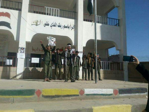 """مدارس صنعاء.. خالية من التدريس وحوائطها تمتليء بصور وأفكار """"الحوثيين"""""""