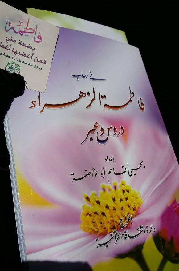 مليشيا الحوثي توزّع كتبًا طائفية على طلاب كلية المجتمع بصنعاء (صور)