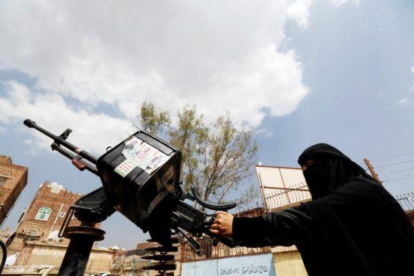 """""""ملشنة المرأة اليمنية"""".. دورة طائفية حوثية تستهدف 72 فتاة بأمانة العاصمة صنعاء"""