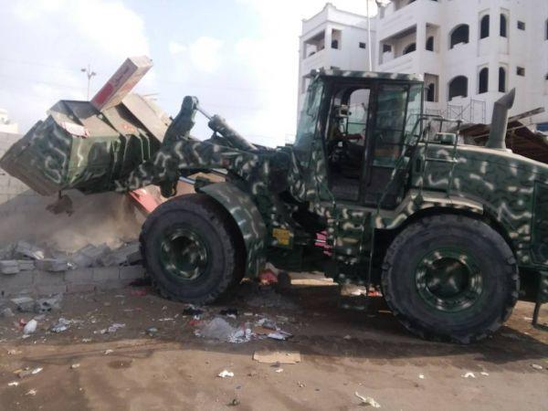 حملة حكومية لإزالة العشوائيات في عدن ومأرب