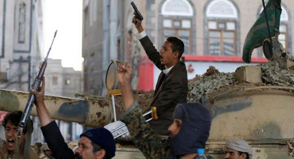 """تصدع صفوف الانقلاب.. الحوثيون يحاصرون """"بن حبتور"""" في صنعاء تمهيداً لتغييره"""