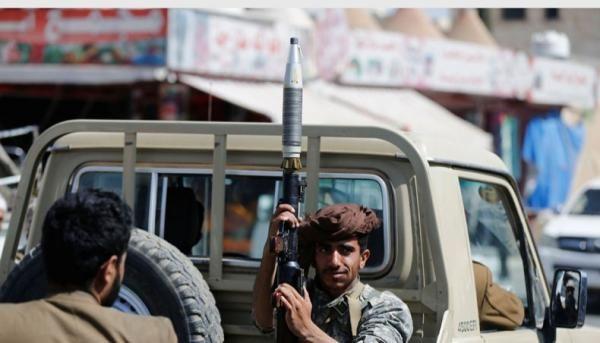 الحوثيون يلزمون الموظفين وعقال الحارات بصنعاء بالتعهد الخطي للتوجه نحو الحديدة