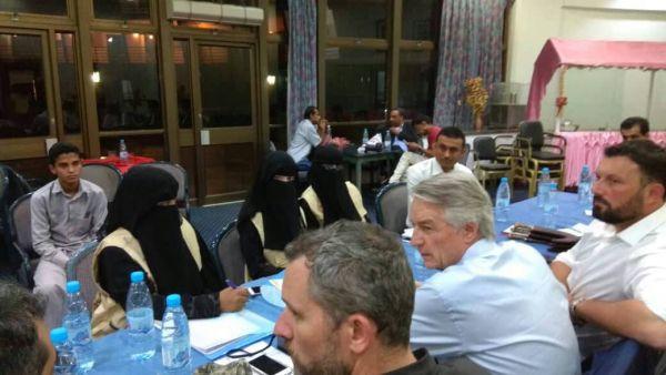 رابطة أمهات المختطفين تطلع السفير الفرنسي على معاناة المختطفين بسجون الحوثيين
