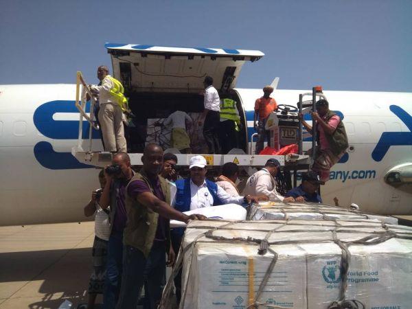 صنعاء: مليشيات الحوثي تواصل نهب المواد الإغاثية وتحول دون وصولها لمستحقيها