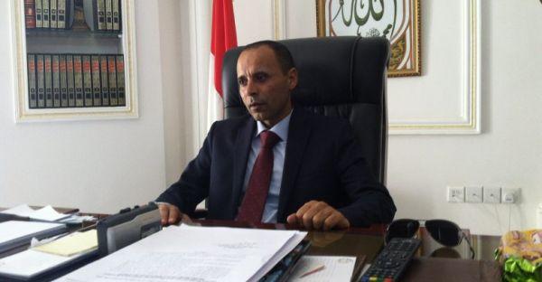 """جماعة الحوثي تعترف رسمياً باستبعاد """"25"""" ألف من موظفي الدولة"""