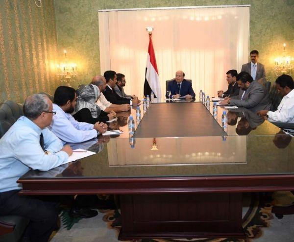 الرئيس هادي يوجه جهاز الرقابة والمحاسبة بفضح شبكات نهب المال العام