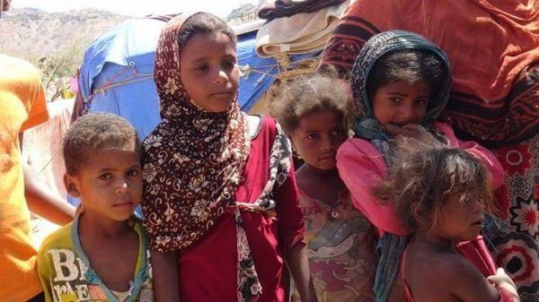 مليشيا الحوثي تضاعف معاناة نازحي الحديدة بصنعاء وتحرمهم من الإغاثة