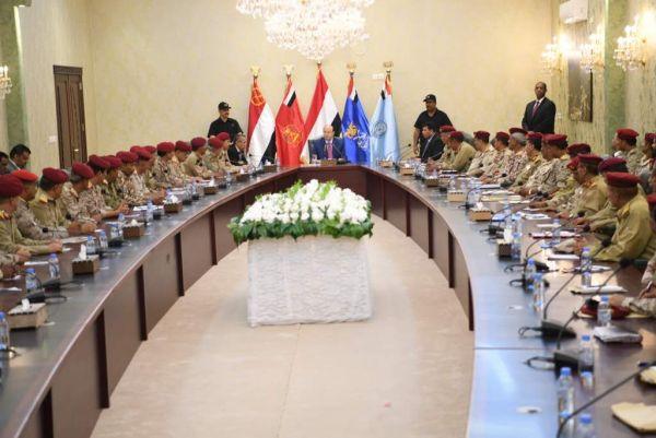 الرئيس يترأس اجتماع بقيادات وزارة الدفاع والمنطقة العسكرية الرابعة