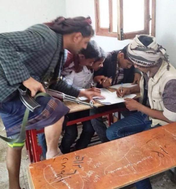 جماعة الحوثي تُجبر المدرسين على مساعدة أتباعها في حل اختبارات الثانوية