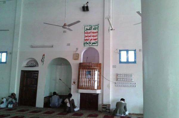 مليشيا الحوثي تغلق مسجدًا بصنعاء بعد فشها في طباعة شعارها بجدرانه
