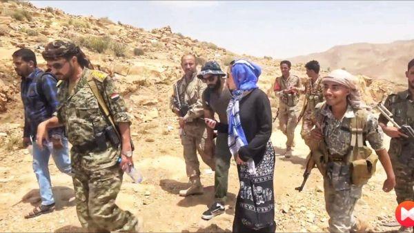 وفد صحفي أمريكي يزور مواقع الجيش الوطني شرقي صنعاء