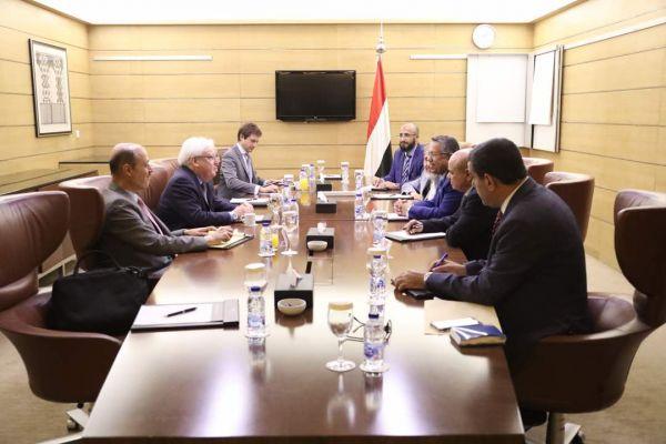 """الحكومة اليمنية تسلم""""غريفيث"""" ردها على مقترحاته بشأن الحديدة"""