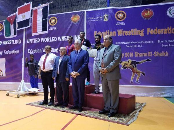 المنتخب اليمني للمصارعة يحصد 5 ميداليات برونزية وفضية في البطولة العربية للرجال