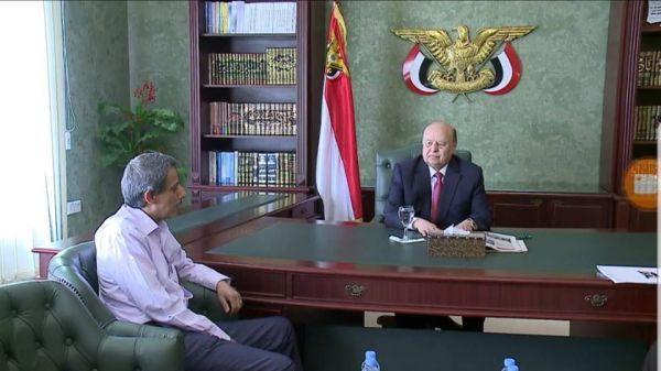 بعد تمكنه من الإفلات من قبضة المليشيا.. الرئيس هادي يستقبل وزير التعليم الفني