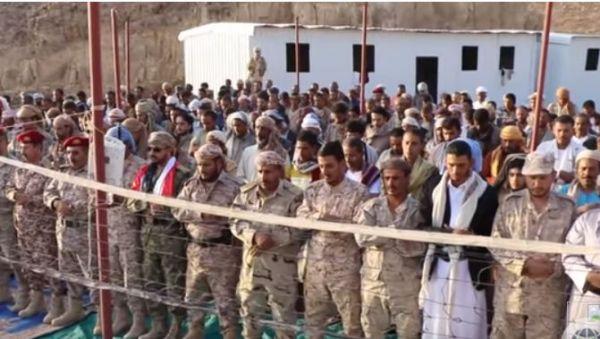 مدير العمليات الحربية يزور قوات الجيش بجبهة نهم شرقي صنعاء