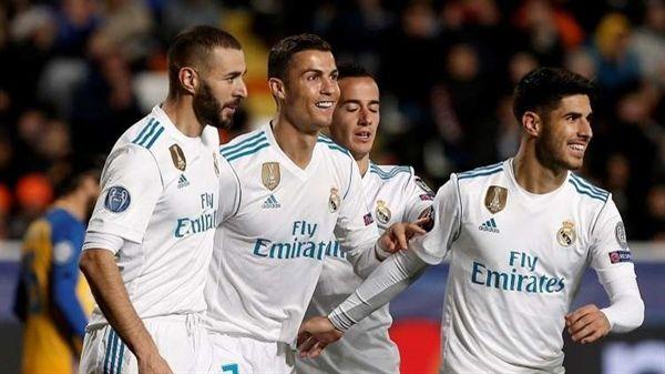 """ريال مدريد ينتزع قمة """"الليغا"""" الأسباني من برشلونة"""