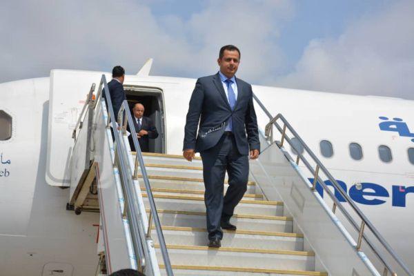 رئيس الوزراء يصل العاصمة المؤقتة عدن