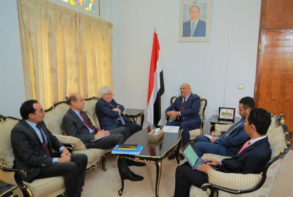 """وزير الخارجية يلتقي """"غريفيث"""" لبحث جهود إحياء المشاورات السياسية في اليمن"""
