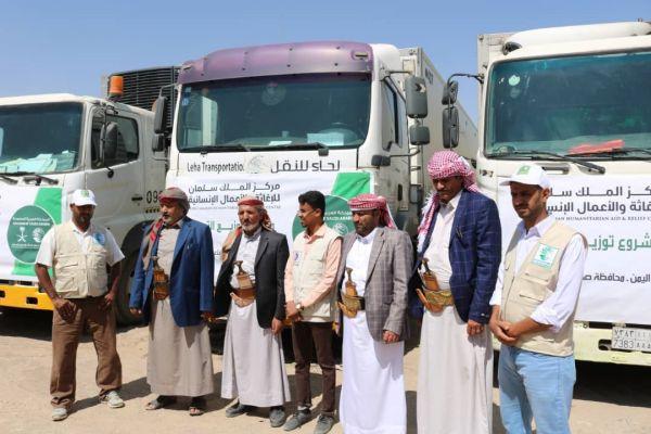 توزيع 10 ألاف كرتون من التمور للنازحين من أبناء صنعاء