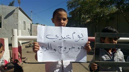 في اليوم العالمي للطفولة.. واقع مرير يعيشه أطفال المختطفين في سجون الحوثي