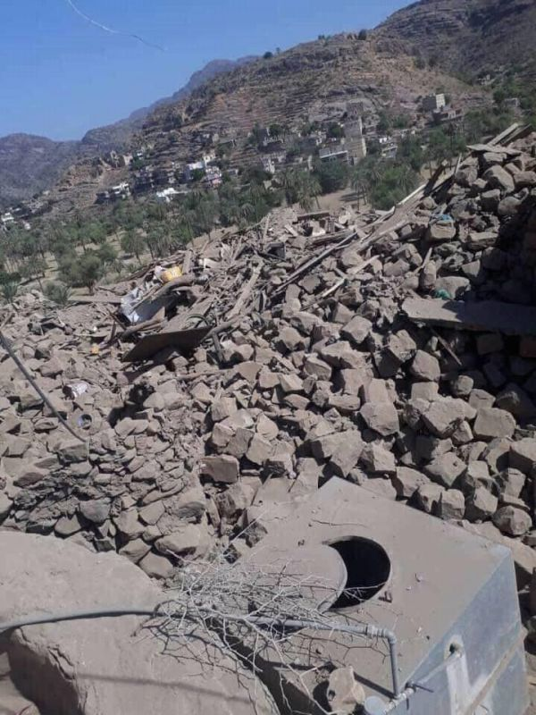 ميليشيا الحوثي تفجر 5 منازل في قرية حراز غرب تعز