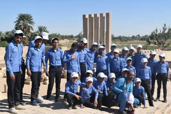 مأرب.. أطفال من ضحايا تجنيد الحوثيين يتعرفون على معالم سياحية