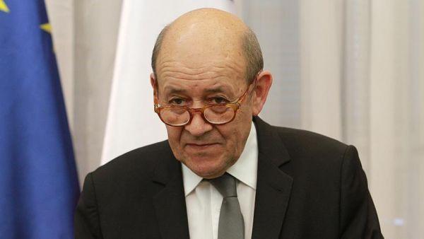 """وزير خارجية فرنسا يطالب """"ترامب"""" بعدم التدخل في سياسة بلاده"""