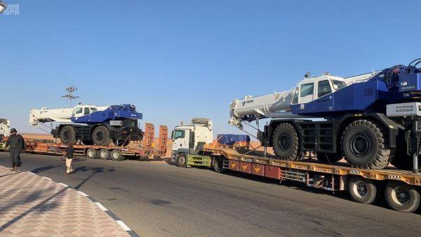 المنحة السعودية لدعم مينائي عدن والمكلا برافعات تصل اليمن