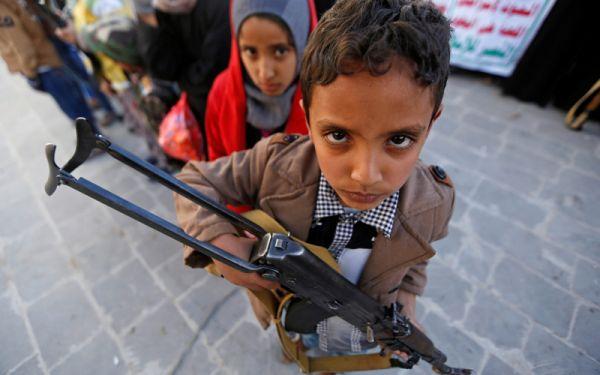 المحاربون الصغار.. مسيرة موت حوثية قذفت بأطفال اليمن إلى المحارق