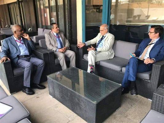 قيادة برلمانية الإصلاح تلتقي السفير البريطاني وتثمن دعم بلاده للشرعية