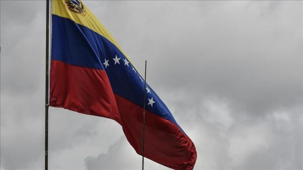 """زعيم المعارضة بفنزويلا يعلن نفسه """"رئيسا مؤقتا"""" وترامب يعترف"""