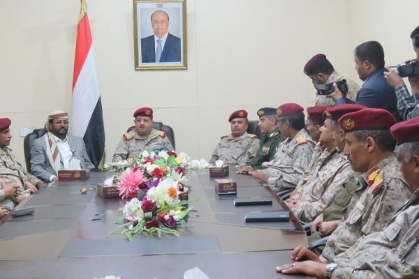 عقب وصوله مأرب.. وزير الدفاع يشدد على رفع الجاهزية استعداداً لمعركة الحسم