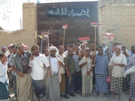 """سخط واسع من تعسفات ميليشيا الحوثي بحق """"عمال النظافة"""" بصنعاء"""