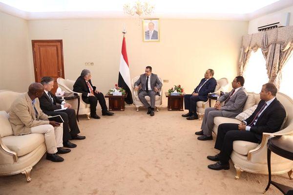 الحكومة تستنكر صمت المجتمع الدولي تجاه استخدام الحوثيين للورقة الانسانية