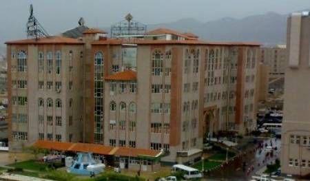 الحوثيون يعتدون على أحد أكبر المستشفيات الأهلية بصنعاء ووقوع إصابات