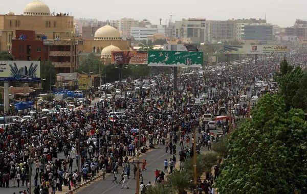 العثور على جثامين 3 محتجين عقب مظاهرات حاشدة في السودان