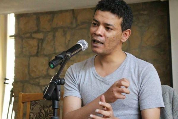 لماذا تسعى ميليشيا الحوثي لطمس قضية الصحفي العبسي الذي مات مسموماً؟