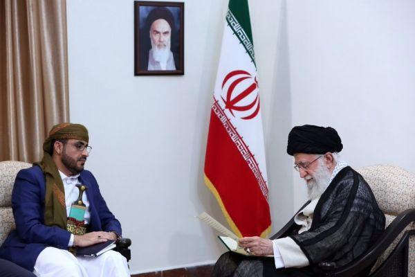 """ما سر توقيت زيارة الوفد الحوثي لإيران ومبايعة """"خامنئي"""" وما علاقتها بالإمارات؟!"""