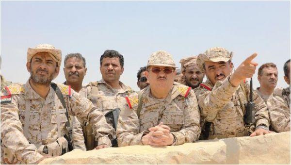 وزير الدفاع من أعالي جبال صنعاء يدعو الجيش لرفع الجاهزية القتالية