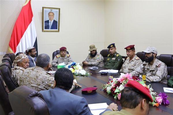 وزير الدفاع يوجه بتفعيل غرفة العمليات المشتركة لملاحقة وتعقب المطلوبين والمخربين