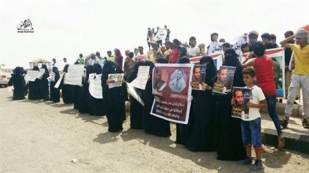 """أمهات المختطفين: من المؤسف تغييب قضية المعتقلين والمخفيين عن""""اتفاق الرياض"""""""