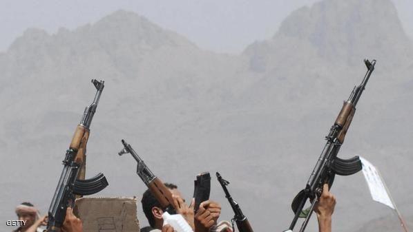 في ظل الانفلات الأمني.. اندلاع اشتباكات بين مسلحين قبليين جنوب صنعاء