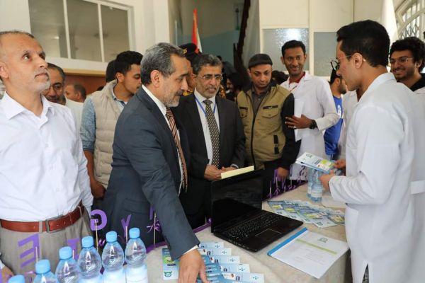 الدكتور عقلان.. قصة الفتى الريفي الذي وصل إلى هرم أرقى جامعة يمنية لتزج به مليشيا الحوثي في أحد سجونها